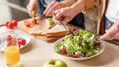 Проф. д-р Искрен Коцев, д.м.н.: С напредването на годините е полезно преминаване на вегетарианско хранене