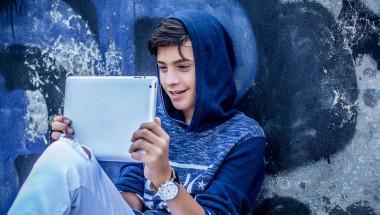Георги Апостолов: Децата в депресия са в интернет, за да се скрият от реалността