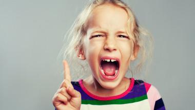 Детето се гневи, защото се бори за власт