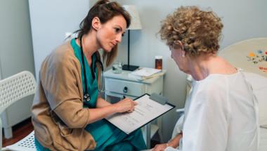 Законно ли е допълнителното плащане по такса битово обслужване при прием в болница?
