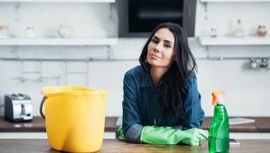 Невероятна изненада! Учените отсякоха: Недейте да чистите така, защото...