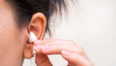 Доц. д-р Петър Руев, д.м.: Слушалките в ухото вредят на слуха