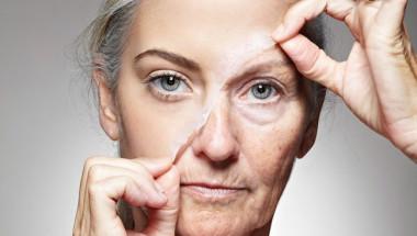 Учените са установили кой плод забавя стареенето
