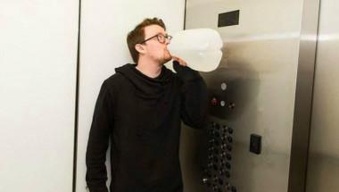 Експеримент: Мъж пи по 4 литра вода на ден, какво му се случи? (СНИМКИ)