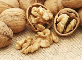 Какво ще се случи с кръвта ви, ако консумирате орехи всеки ден