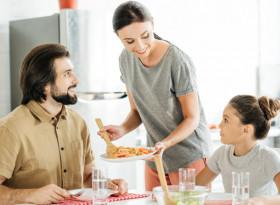 3 популярни мита за вредата от пиене на вода по време на хранене