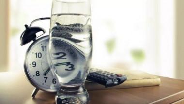 Какво се случва с тялото, когато изпием чаша вода след събуждане
