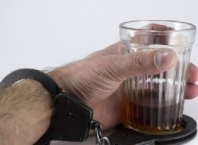 Лекари посочиха първия признак на алкохолизма