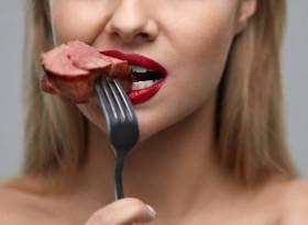 Изобилието от белтъчини в храната вреди ли на бъбреците?