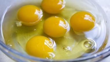 Какво ще стане, ако пиете по 2 сурови яйца всяка сутрин