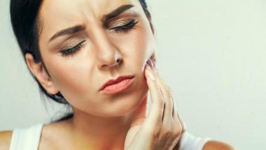 5 домашни средства за облекчаване на зъбобола