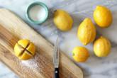 Какво се случва, ако нарежете лимон и го поръсите със сол?