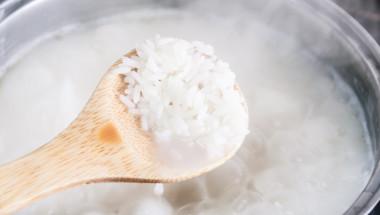 Като добавите този продукт по време на готвене ще намалите калориите в ориза с 50%