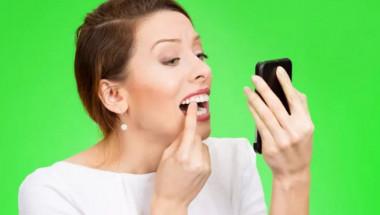 7 продукта за избелване на зъби, които можете да намерите у дома