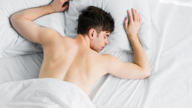Защо е важно да спим голи?
