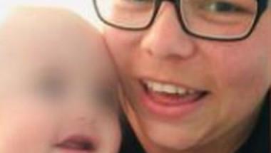 Британка видя на снимка, че синът й е тежко болен