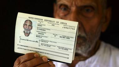 123-годишен мъж ошашави служителите на летище с паспорта си СНИМКИ
