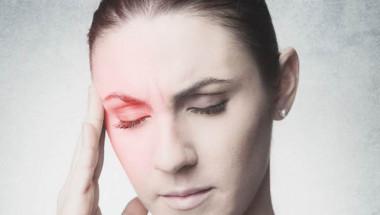 """Невролог обясни причините защо окото """"играе"""" и опасни ли са те"""