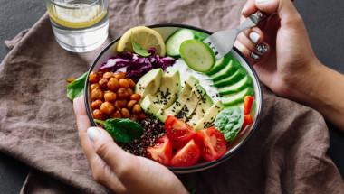 Какво е въздействието на готвената и суровата храна върху червата?