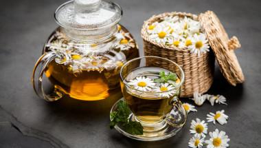 Чай от мента и лайка срещу есенно главоболие