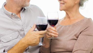 Приемът на алкохол след 50 г. повишава риска от деменция