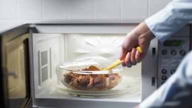 Каква е опасността от храната от микровълновата печка