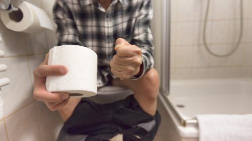 При хемороиди се препоръчват седящи вани с топла солена вода