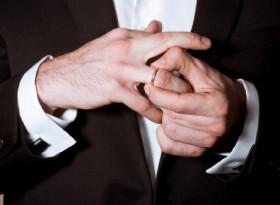 Лекари обясниха защо златните халки са опасни за мъжете