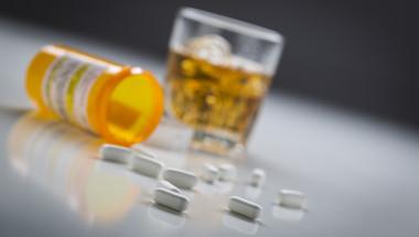 Алкохолът не се съчетава с лекарства?