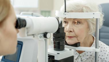 Един месец безплатни очни прегледи