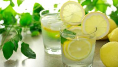 Испански диетолог: Уморих се да повтарям, че ползата от водата с лимон на гладно е мит