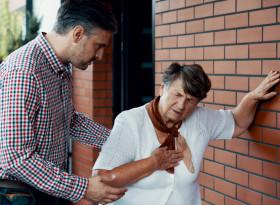 Д-р Насратуллах Мобаракшах: Белодробната емболия също протича с тежък задух и кашлица