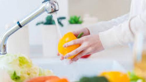 Специалист обясни трябва ли да мием продуктите, със сапун след като се приберем от пазар