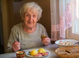 Протеините са много важни за възрастните хора