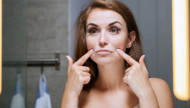 Лекари назоваха симптомите на рак на белия дроб, които се появяват на лицето