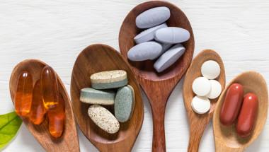 Проф. Николай Жуков: Не си назначавайте високи дози витамини