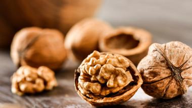 Прекалената употреба на орехи провокира рак на черния дроб?
