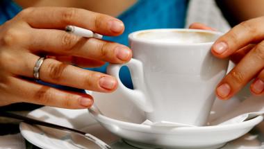 Пушенето, газираното и кафето засилват киселините