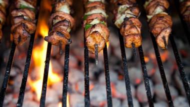 Безопасно месо на скара: Как да избегнем образуването на вредни канцерогенни съединения