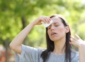 Внезапна слабост и висока температура – симптоми на слънчев удар