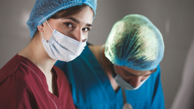 Лекар посочи как да разпознаем кашлицата, причинена от COVID-19