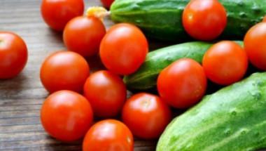 Лекарите забраняват смесването на краставици и домати, а причината е...