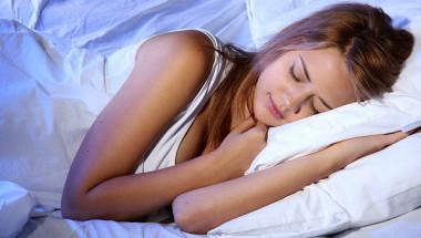 Защо очите ни се пълнят със слуз след сън