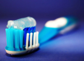 Зъболекар: Пастата за зъби бори коронавируса