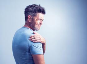 Постоянната болка в раменете и шията повишава кръвното
