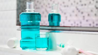 Как да изберем правилната вода за уста?