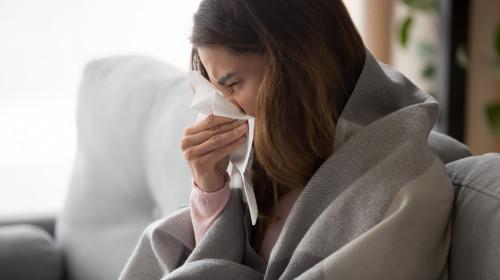 Често срещани заблуди за обикновената настинка: Трябва ли да се лекува