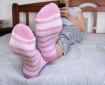 Какво става с тялото ви, ако заспите с чорапи през нощта
