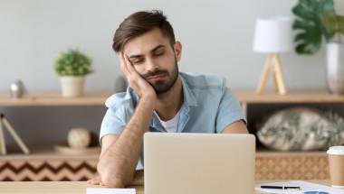 Дневната сънливост може да е симптом на чернодробна стеатоза
