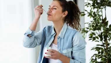 Киселото мляко и сините сливи подобряват храносмилането